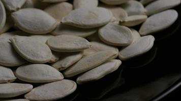Toma cinematográfica giratoria de semillas de calabaza - semillas de calabaza 033