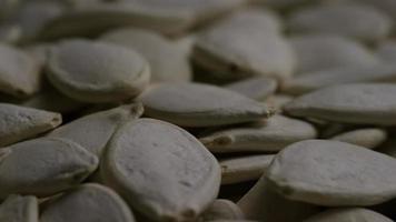 ripresa cinematografica e rotante di semi di zucca - semi di zucca 041