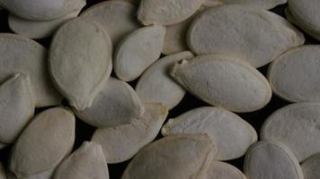 Toma cinematográfica giratoria de semillas de calabaza - semillas de calabaza 007