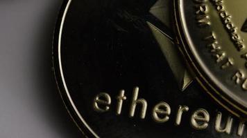 rotierende Aufnahme von Ethereum-Bitcoins (digitale Kryptowährung) - Bitcoin-Ethereum 0088