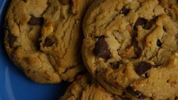 filme cinematográfico giratório de biscoitos em um prato - biscoitos 361 video