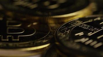 rotierende Aufnahme von Bitcoins (digitale Kryptowährung) - Bitcoin 0332