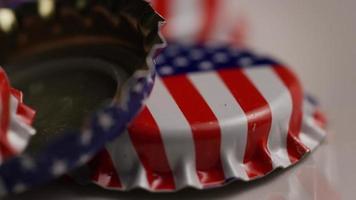 Plan rotatif de capsules de bouteilles avec le drapeau américain imprimé dessus - capsules de bouteilles 046