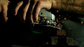 faíscas com rebarbadora em câmera ultra lenta (1.500 fps) - rebarbadora phantom 016