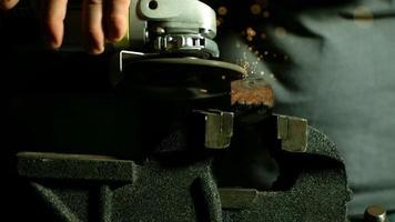 Funken mit Winkelschleifer in Ultra-Zeitlupe (1.500 fps) - Winkelschleifer Phantom 013