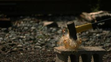 garrafa de vidro quebrada em câmera ultralenta (1.500 fps) - quebra de garrafa fantasma 001