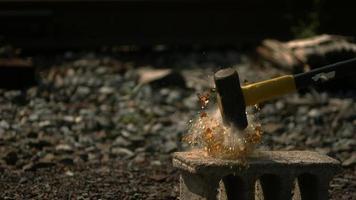garrafa de vidro quebrada em câmera ultralenta (1.500 fps) - quebra de garrafa fantasma 001 video