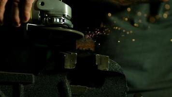 chispas con amoladora angular en cámara ultra lenta (1,500 fps) - amoladora angular fantasma 019 video