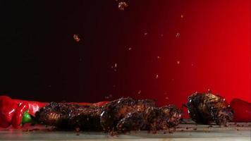 alitas de pollo ahumadas cayendo y rebotando en cámara ultra lenta (1,500 fps) - alitas de pollo fantasma 032