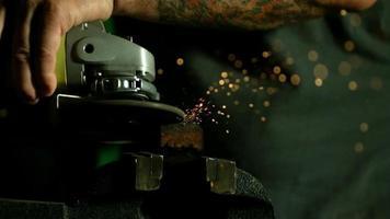 scintille con smerigliatrice angolare in ultra slow motion (1.500 fps) - smerigliatrice angolare phantom 020