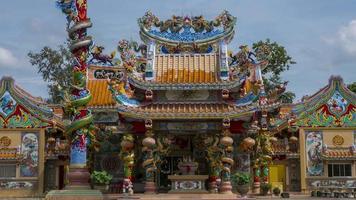 Zeitraffer des chinesischen Tempels mit Wolke und Himmel