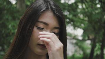 cerrar cara tristeza mujer video