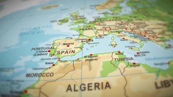 Geografía mapa del mundo sobre fondo de vuelo video
