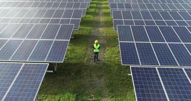 vista aérea, de, ingeniería, control, célula solar, granja