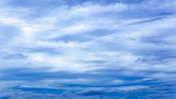 Zeitraffer bewölkter blauer Himmel