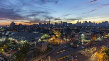 time-lapse van nacht tot dag: ochtendzonsopgang in Bangkok video
