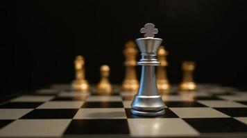 mouvement du jeu d'échecs jouant sur la table