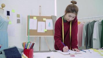 jovem mulher asiática estilista