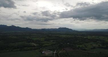 vue aérienne de la campagne thaïlandaise.