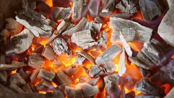 carbones en llamas