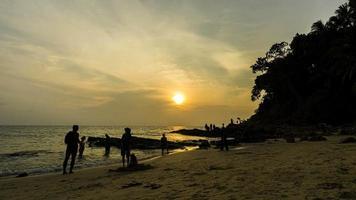 attività alla spiaggia di surin, phuket