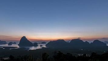 el amanecer en samet nang phang nga, tailandia