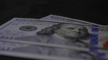 contando notas de dólar video