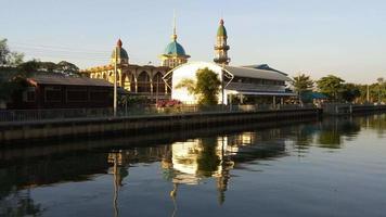 moschea darul muttakin a bangkok, in thailandia