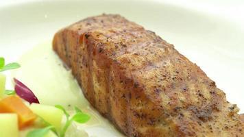 prato de salmão video
