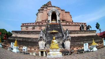 Wat Chedi Luang Tempel in Chiang Mai, Thailand video