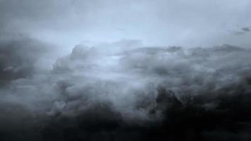 fond de nuages de tempête sombre