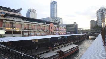 Vista superior del barco expreso en Bangkok, Tailandia