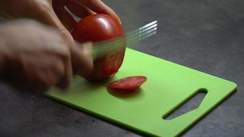cortando un tomate video