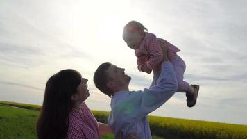 familia en un campo
