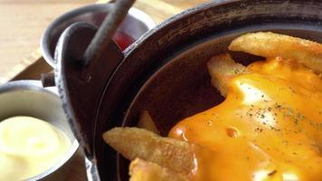 batatas fritas com queijo video