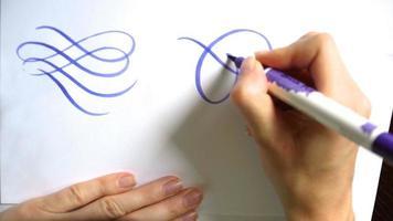 kalligraphische Locken mit einem Pinsel