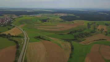 Panoramablick aus der Luft über die Gemeinde Emmingen-Liptingen video
