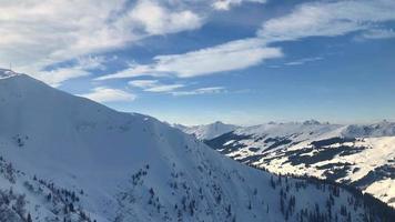 panorama di montagna di saalbach-hinterglemm, austria video