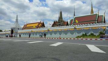 Wat Phra Kaew - le temple du Bouddha d'émeraude à Bangkok, Thaïlande video