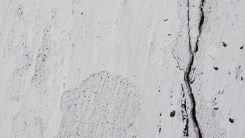pared blanca del edificio antiguo con una grieta video