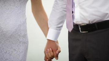 tenersi per mano dello sposo e della sposa