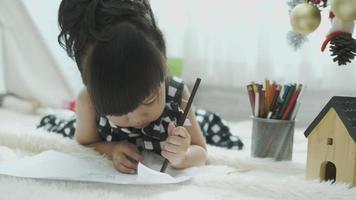 niña dibujo