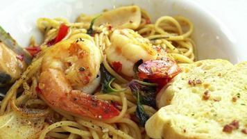 würzige Meeresfrüchte Saghetti