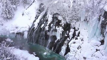 shirahige waterval in hokkaido, japan