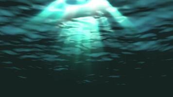 Las olas del océano bajo el agua se ondulan y fluyen con rayos de luz.