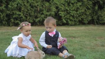 niños pequeños en el día de la boda