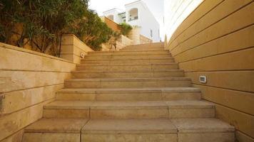 escalera de piedra del hotel