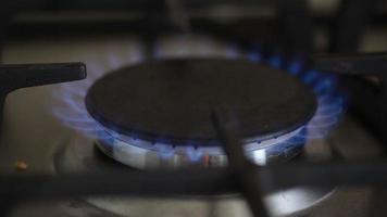 gaz brûlant d'une cuisinière