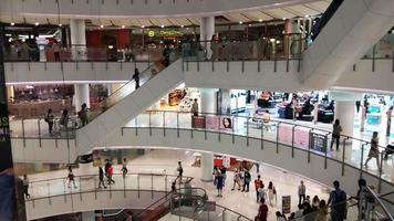 lapso de tiempo de gente caminando en un centro comercial video