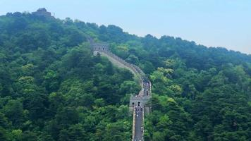 vista de la cima de la montaña de la gran muralla en china 4k video
